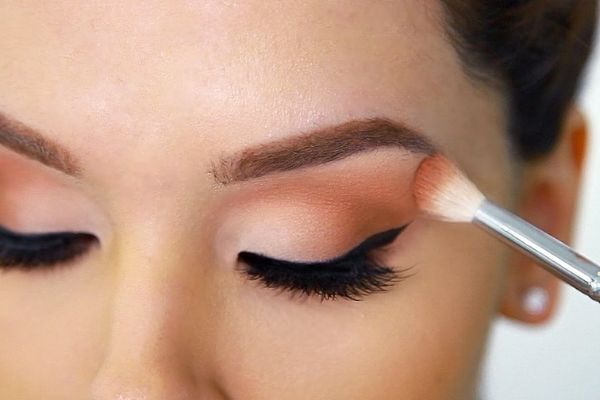 Step by Step Guide to How to Apply Eyeshadow