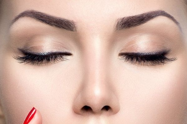 How to Grow Thicker Eyebrows Darker and Naturally